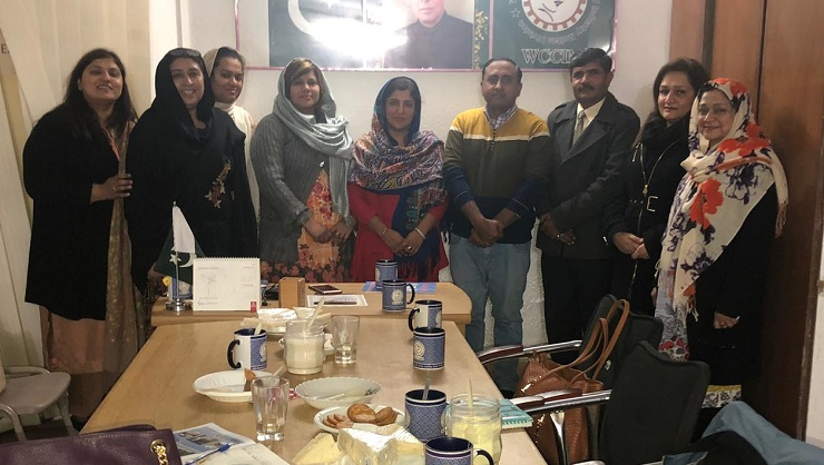 Ms. Seerat Fatima (President, WCCI-Multan) presents a sovenier to Dr. Saima Tanveer (Project Director, NCBWESC) dyring her visit to Women Chamber of Commerce and Industries, Multan - 22 Jan. 2019.
