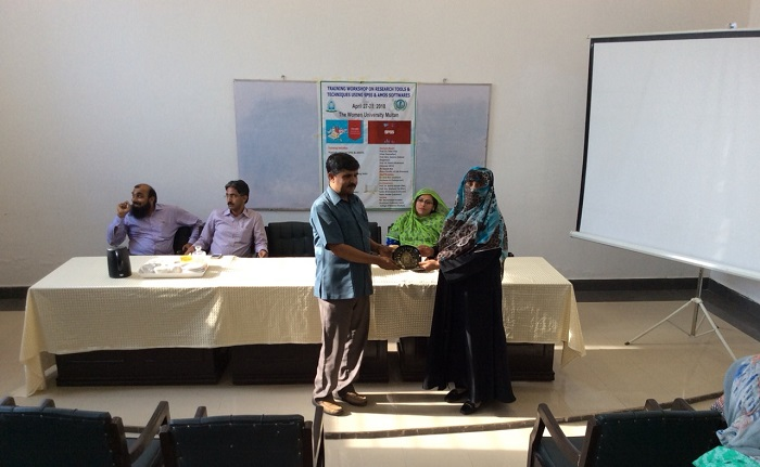 (28th April 2018): Participant receiving certificate on closing ceremony of Training Workshop on Research Tools & Techniques using SPSS and AMOS softwares at Women University, Multan