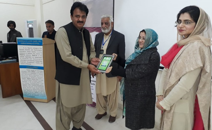 Mr. Abdul Khalique Sial, In-Charge, PASTIC Sub Centre Quetta, presenting Shield to Prof. Dr. Mudassira Israr, Dean Life Sciences, University of Baluchistan at the closing ceremony of two days training workshop on 'Research Tools & EndNote' held from 11-12 December 2018 at University of Baluchistan, Quetta